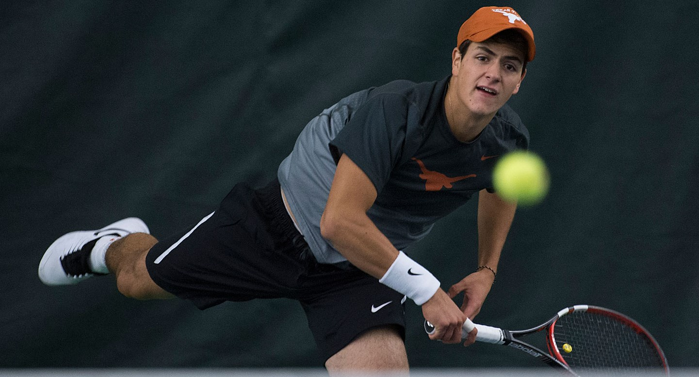 No. 10 Men's Tennis upsets No. 7 Florida, 4-2 in ITA National Indoors opener