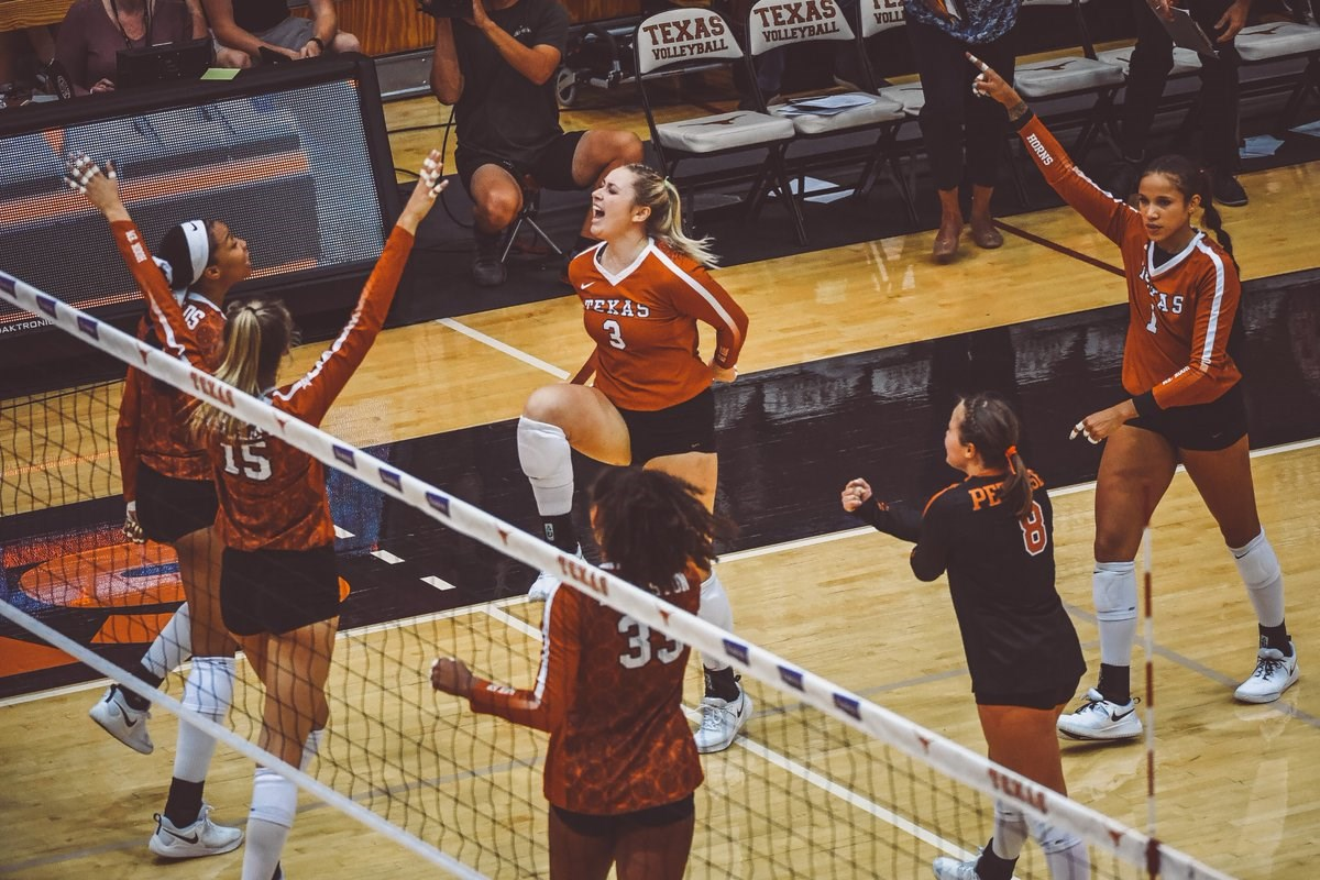 Sold Out No 4 Volleyball Vs No 14 Usc University Of Texas Athletics
