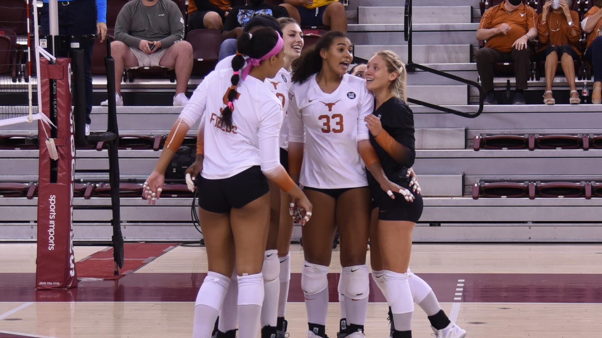 Volleyball Takes Down Oklahoma 3 1 University Of Texas Athletics